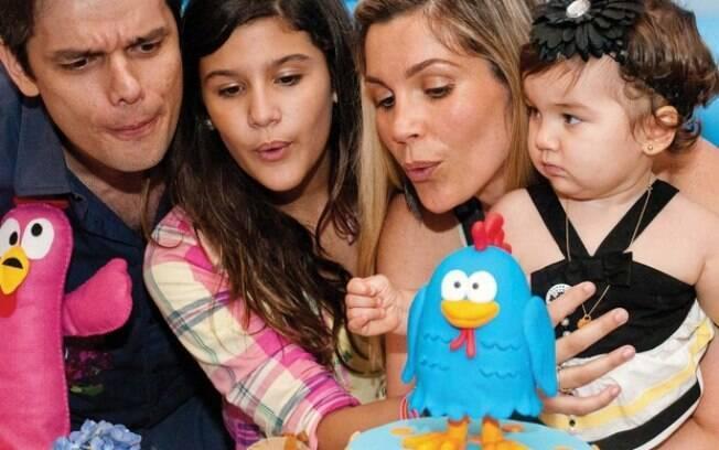 Flávia Alessandra com a família: Olívia completou 1 ano