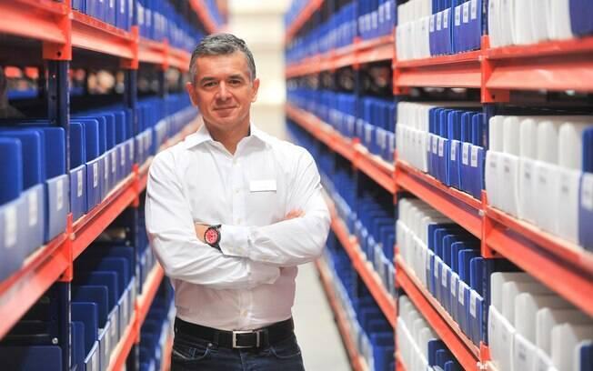 Diego Lopez, diretor de pós-vendas da Porsche do Brasil, no novo centro de distribuição de peças da marca em São Paulo