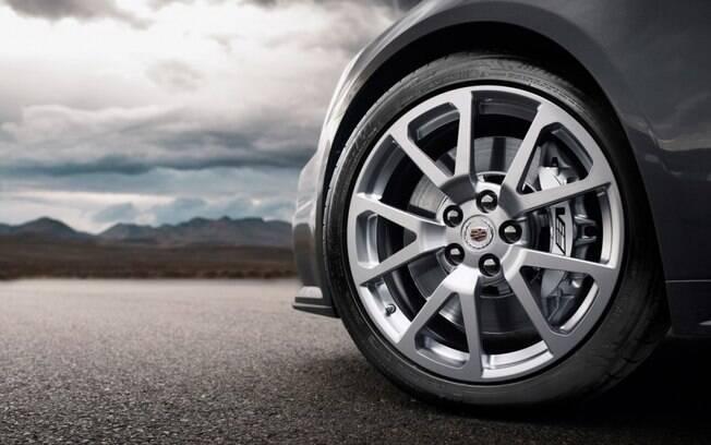 Manter os pneus sempre sem calibrados e não deixar as rodas girarem em falso são regras básicas de conservação