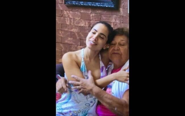 Anitta e Dona Maria Ilza