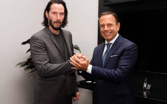 Keanu Reeves se encontra com João Doria para alinhar filmagens de sua série