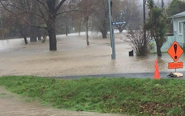 Imagem compartilhada no Twitter mostra ruas de Christchurch, na Nova Zelândia, tomada pela água das fortes chuvas