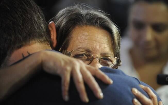 Familiares participam do velório de Gustava Marques, que teve morte cerebral. Na foto, a mãe Elaine Gonçalves