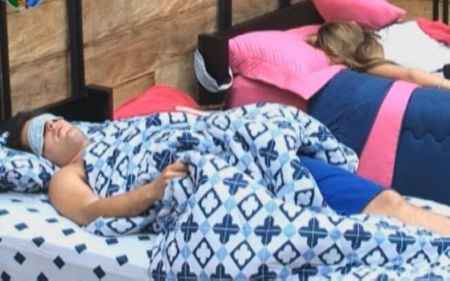 Thiago Gagliasso e Raquel Pacheco dormem no quarto