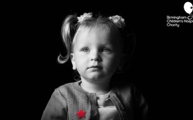 Kadie-Leigh sofre de condição que afeta rim e bexiga e só foi vista em outras três crianças no mundo