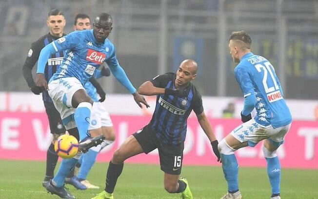 O zagueiro do Napoli, Koulibaly, foi alvo de cantos racistas da torcida da Inter de Milão