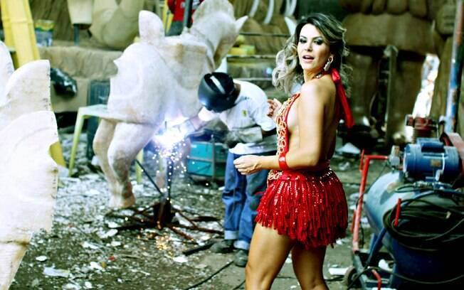 Tânia Oliveira: 'Incorporo uma mulher sensual para o carnaval, no dia a dia eu não me acho assim'