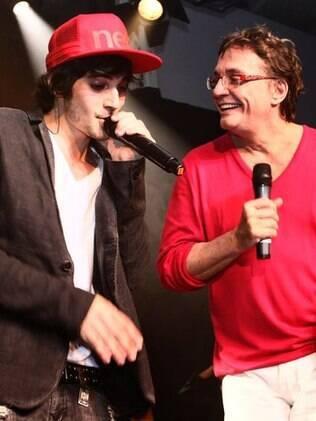 Fiuk fez questão de chamar o pai ao palco durante o pocket show para cantarem juntos