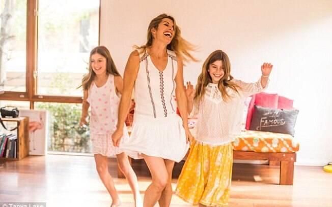 Nove anos depois, Lizzy está bem e continua dançando, agora junto com as filhas, para se manter longe da depressão