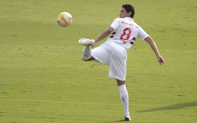 Paulo Henrique Ganso domina a bola com estilo  no clássico entre São Paulo e Corinthians