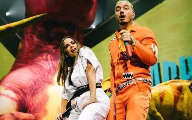 Enquanto as eleições aconteciam no Brasil, Anitta se apresentava com J Balvin em Miami, nos EUA