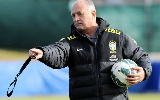 Felipão no comando do treino da seleção  brasileira antes do amistoso contra a Itália