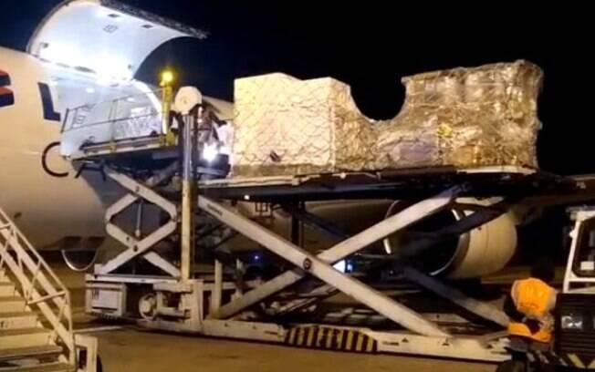 Viracopos recebe dois voos com 1,8 milhão de doses da Pfizer
