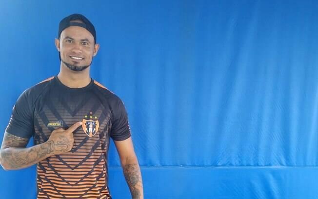 Goleiro Bruno assinou contrato com a Associação Registanea Esporte Clube, time amador de Minas Gerais