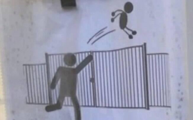 A escola primária Trillade em Avignon, sul da França, colocou placas de