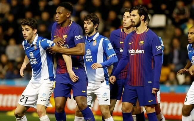 Mina e André Gomes juntos em campo pelo Barcelona