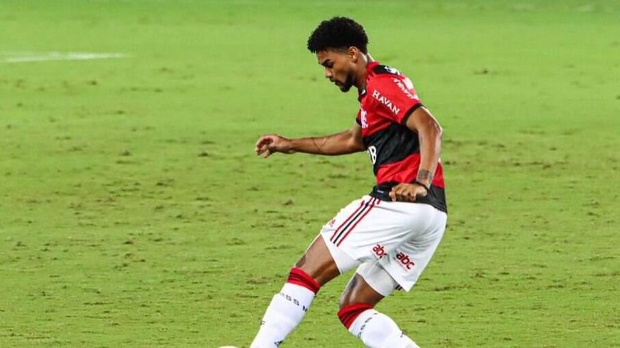 Bruno Viana é mais um desfalque para o Flamengo