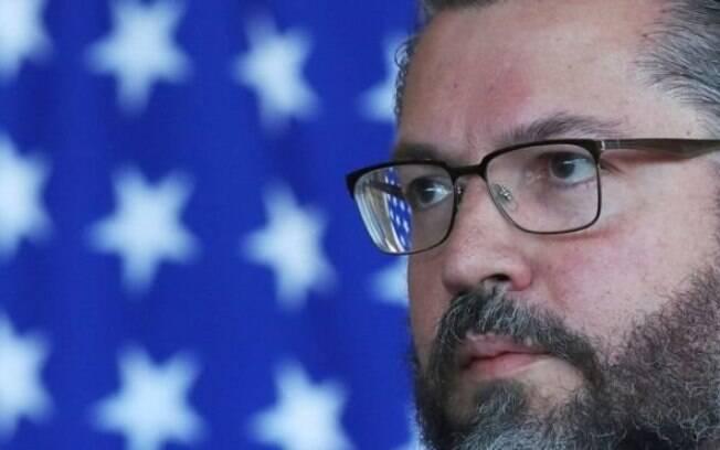 Por que o Congresso quer demissão de Ernesto Araújo?