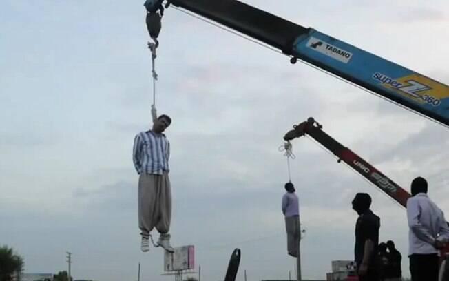 Execução pública: após aumento da violência, o Irã passou a promover as mortes de criminosos em um parque central de Teerã. Foto: Reprodução/Youtube