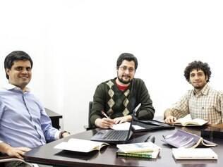 Empreendedores. O app foi criado pelos empresários Thiago Naves (dir.), Fernando Mascarenhas (centro) e Bruno Barbosa (esq.)