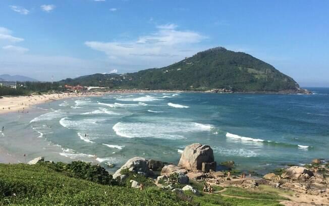 A praia da Ferrugem é outra entre as praias de Santa Catarina ideal para surfar