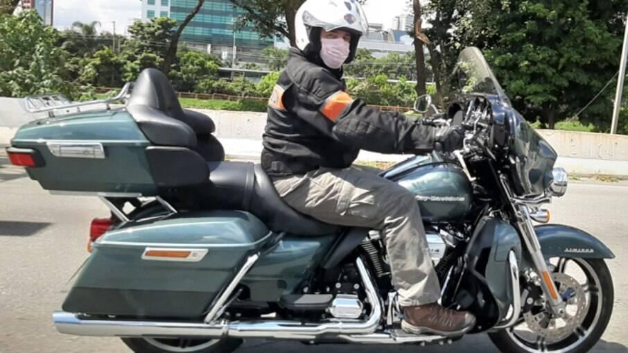 Esta é a Harley-Davidson Ultra Limited 2020, com acabamento cromado
