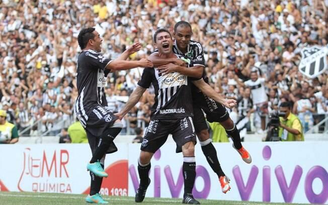 Mota comemora gol pelo Ceará na decisão
