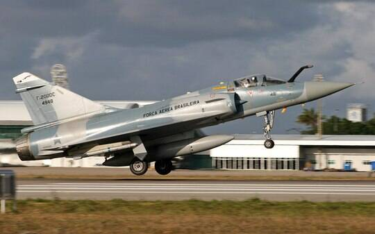 Brasil se despede do caça francês Mirage - Brasil - iG