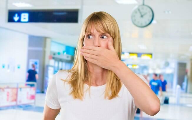 Algumas imagens, feitas por passageiros ao redor do mundo, relevam algumas coisas bizarras já vistas em aeroportos