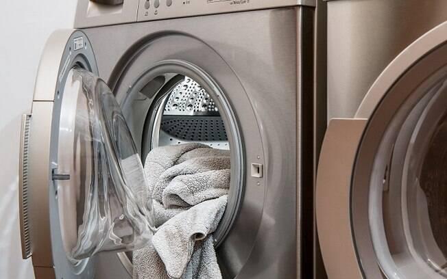Menino morreu por asfixia dentro de máquina de lavar