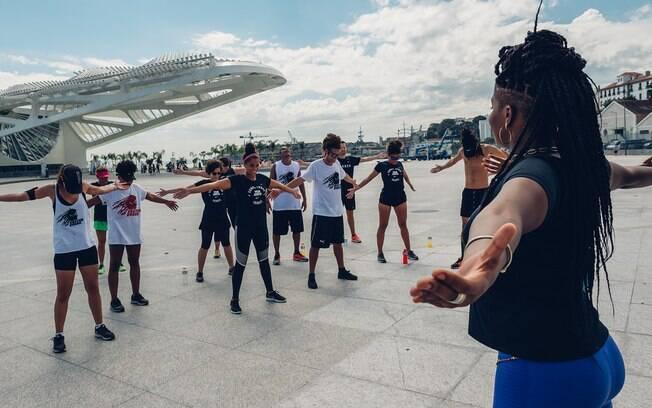 Formada em danças africanas, Gabb dá aula há 5 anos e convida seus alunos a entenderem mais sobre consciência corporal