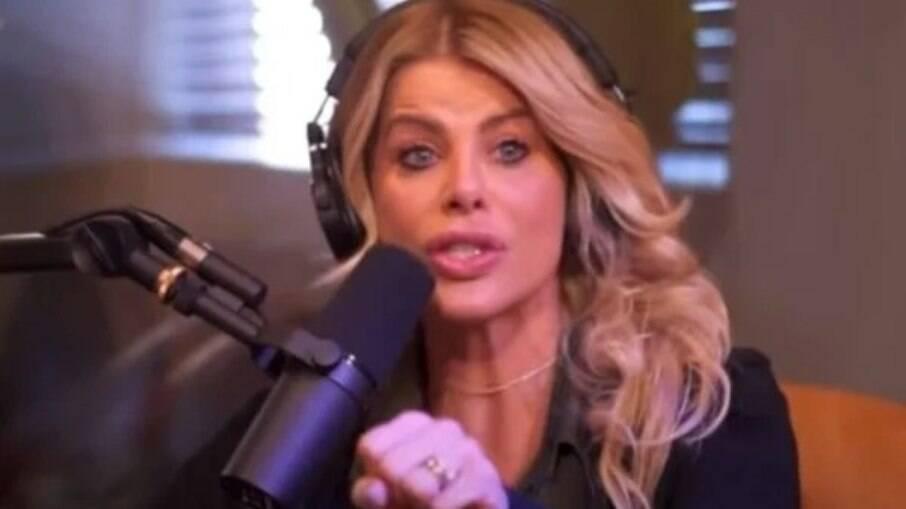 Karina Bacchi se emocionada em entrevista