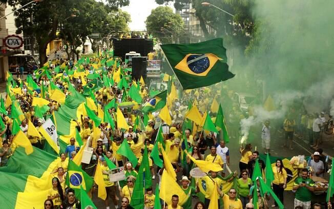 Manifestações pró-Bolsonaro mobilizaram centenas de cidades pelo Brasil