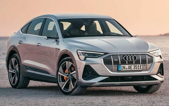 Audi e-tron Sportback: A novidade é o primeiro SUV cupê totalmente elétrico do Brasil, ao lado do SUV padão e-tron