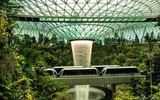 Jewel Changi Airport, em Singapura, inaugura maior cachoeira interna do mundo