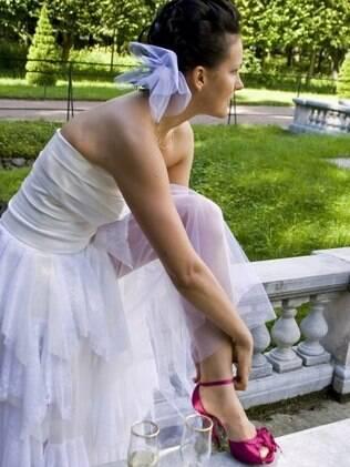 Sapatos coloridos: noivas têm de se sentir confortáveis com a escolha