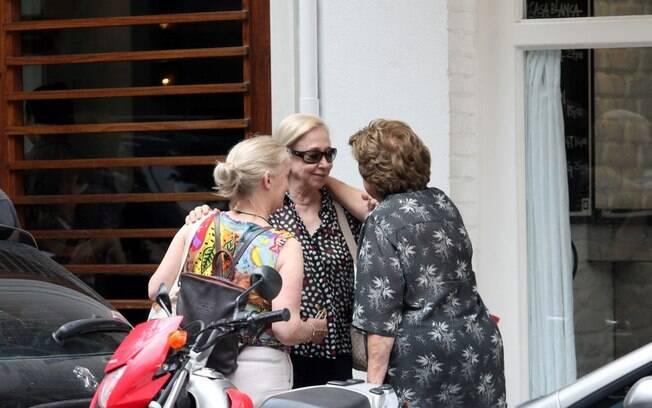 Fernanda Montenegro e suas amigas, com quem a atriz continuou o passeio depois do almoço