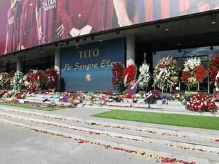 Clube abriu um memorial temporário no Camp Nou e revelou que 9.880 pessoas foram ao local prestar sua homenagem