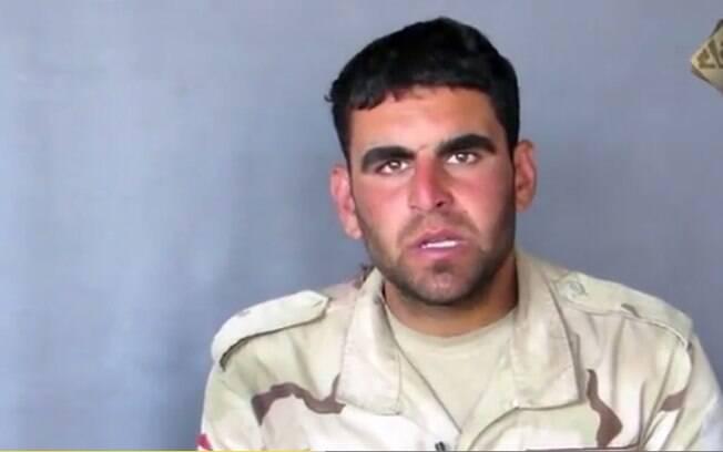 Em vídeo divulgado pelo EI o soldado egípcio Ahmed Fathy Abou Al Fotouh Salam aparece sendo decapitado