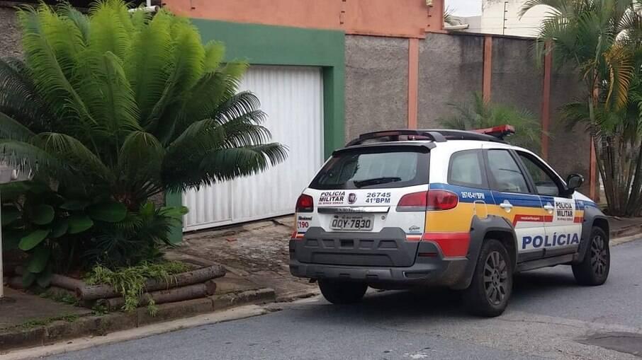 Casal que deixou um feto na porta de uma casa em BH foi encontrado pela polícia