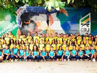 Equipe brasileira posa para foto e segue confiante para o Gran Prix na Alemanha