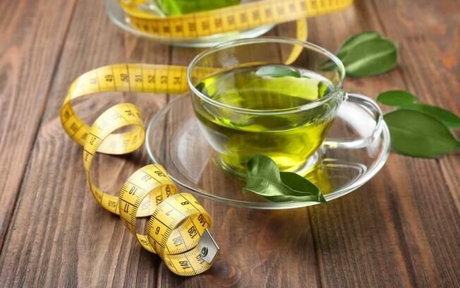 Chás emagrecedores devem ser consumidos, preferencialmente, entre as refeições, segundo nutricionista