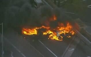 Carros pegam fogo em ponte de Nova York e ao menos uma pessoa acaba morta