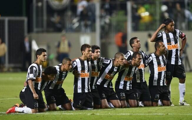 Atlético-MG fez 2 a 0 no Newell's Old  Boys após apagão no estádio Independência e venceu  nos pênaltis