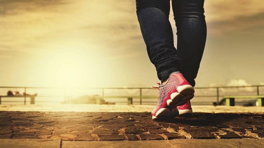 Ideais para passear ou trabalhar, os tênis casuais nunca saem de moda