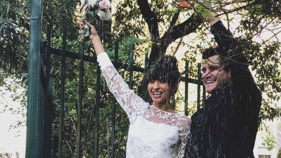 Carolina Oliveira se casa com Juan Ciancio em Buenos Aires