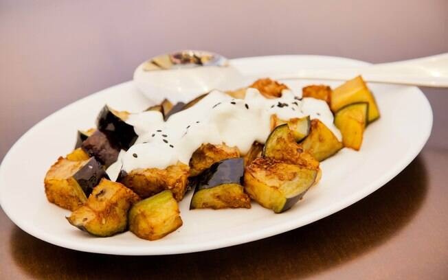 Foto da receita Berinjelas fritas com molho de coalhada da Dona Samira pronta.