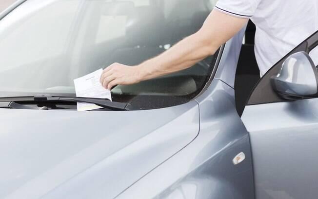 Multa com carro alugado deverá ser paga diretamente para a locadora do veículo. É possível recorrer, caso valha a pena