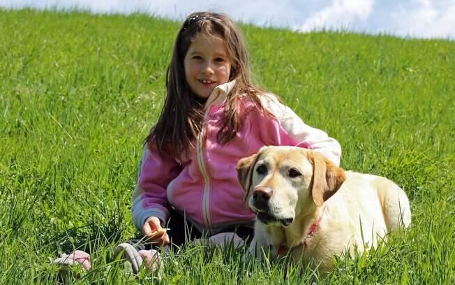 Um cão pode contribuir muito para o tratamento de uma criança autista