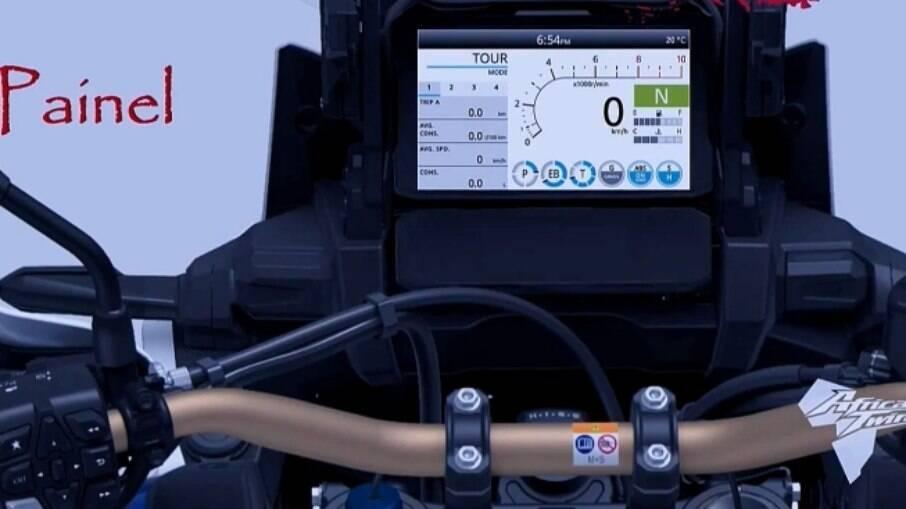 O painel de TFT controla os quatro modos de pilotagem